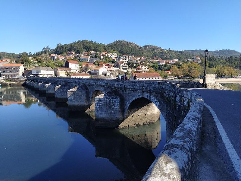 Uma viagem singular e solitária a Santiago de Compostela por Manuel Vitorino